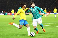 Willian (Brasilien Brasilia) im ZWeikampf mit Marvin Plattenhardt (Deutschland Germany) - 27.03.2018: Deutschland vs. Brasilien, Olympiastadion Berlin