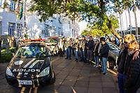 PORTO ALEGRE, RS, 16.07.2019 - SEGURANÇA-RS - centenas de policiais participam de uma homenagem ao policial civil Edler Gomes dos Santos morto na manha desta terça-feira 16, a homenagem ocorreu em Porto Alegre na manha desta terça-feira 16 em frente ao Palácio da Polícia. (Foto: Naian Meneghetti/ Brazil Photo Press/Folhapress)