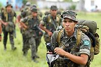 -Investigação assassinato- IRMÃ DOROTHY-<br />Policiais militares do COE comeando de operações Especiais do Pará e policiais civis saem para fazer sobrevôo na área onde se suspeita estarem os pistoleiros que mataram irmã Dorothy.<br />Com um contingente de 110 homens militares do exército começam a chegar ao município de Anapú, onde estarão disponíveis 3 helicópteros para as operaçoes.<br /><br />A missionária americana irmã Dorothy Stang, da congregação das irmãs de Notre Dame, 73 anos, 28 dos quais na Amazônia, trabalhando com pequenos agricultores pela reforma agrária, foi assassinada brutalmente as 7: 30 de 12/02/2005 quando saia de uma casa no assentamento feito pelo Incra conhecido no projeto Projeto de Desenvolvimento Sustentável  Esperança. <br />Anapú, Pará, Brasil<br />17/02/2005<br />Foto Paulo Santos/Interfoto