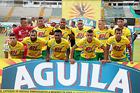 NEIVA - COLOMBIA, 12-11-2017: Jugadores del Huila posan para una foto previo al partido entre Atlético Huila y Millonarios por la fecha 15 de la Liga Águila II 2017 jugado en el estadio Guillermo Plazas Alcid de la ciudad de Neiva. / Players of Huila pose to a photo prior the match between Atletico Huila and Millonarios for the date 15 of the Aguila League II 2017 played at Guillermo Plazas Alcid in Neiva city. VizzorImage / Sergio Reyes / Cont