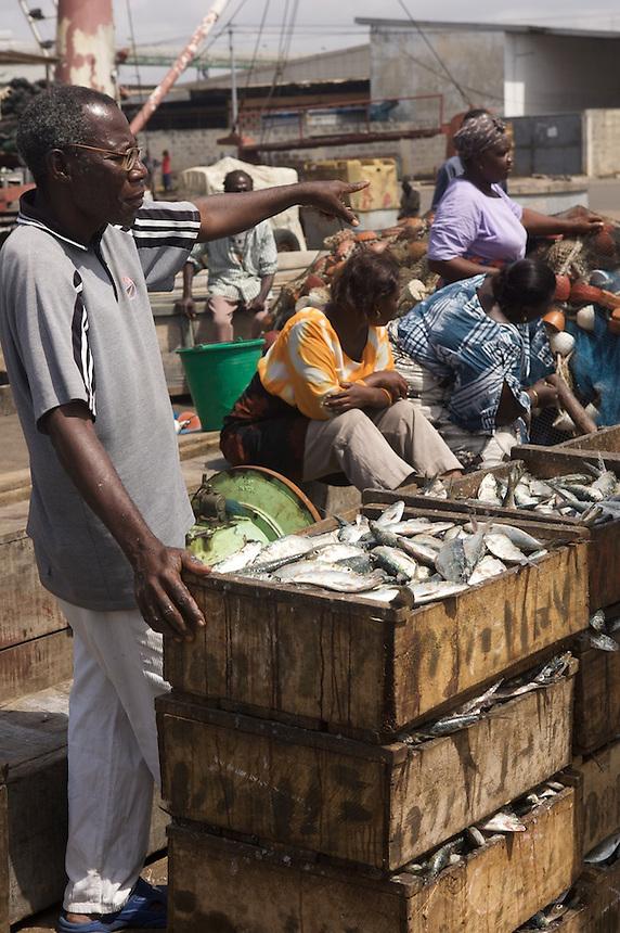 Market women waiting to buy fish at Tema, Ghana. Photograph by Peter E. Randall