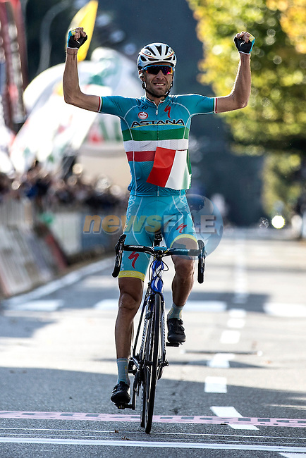 Italian National Champion Vincenzo Nibali (ITA) Astana crosses the finish line in Como to take a solo victory at the end of Il Lombardia 2015 running 245km from Bergamo to Como, Italy. 4th October 2015.<br /> Picture: ANSA/Angelo Carconi | Newsfile