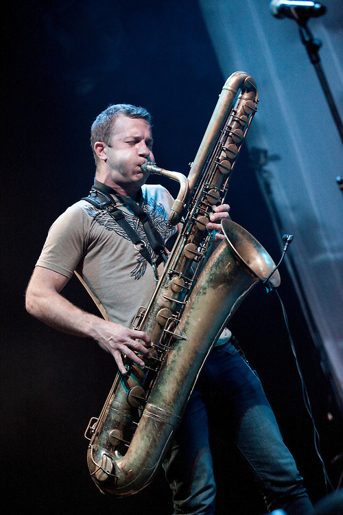 Europa, DEU, Deutschland, Nordrhein Westfalen, NRW, Rheinland, Niederrhein, Ruhrgebiet, Moers Festival 2010, Konzert, Matana Roberts, Colin Stetson & Shahzad Ismaily, Three musicians who could not be more different, each with a special link to Moers, meet in their adopted city of New York and decide to form a band. Matana Roberts, a guest in 2006, Colin Stetson, the surprise of last year's festival, and Shahzad Ismaily, who gave a total of three performances at Moers 2009, are here to celebrate the premiere of a new trio. Think heavy rhythms and contrapuntal melodies. Line up Matana Roberts_sax, Colin Stetson_bs, cl, Shahzad Ismaily_g, b, dr , Kategorien und Themen, Menschen, Mensch, Personen, Person, Menschenfotos, People, Musik, Musiker, Konzert, Konzerte, Events....[ For each utilisation of my images my General Terms and Conditions are mandatory. Usage only against use message and proof. Download of my General Terms and Conditions under http://www.image-box.com or ask for sending. A clearance before usage is necessary...Material is subject to royalties. Each utilisation of my images is subject to a fee in accordance to the present valid MFM-List...Contact   archive@image-box.org   www.image-box.com ]