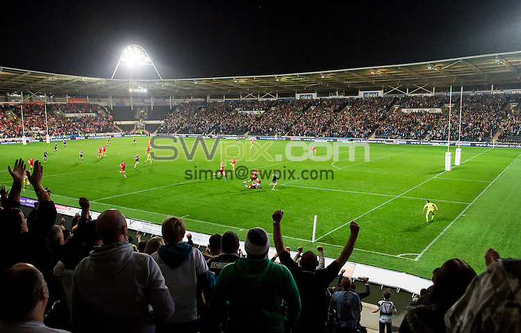Picture by Allan McKenzie/SWpix.com - 29/08/2014 - Rugby League - First Utility Super League - Hull FC v Hull Kingston Rovers - KC Stadium, Kingston upon Hull, England - Hull FC fans celebrate as Tom Lineham heads towards his second try against Hull KR.