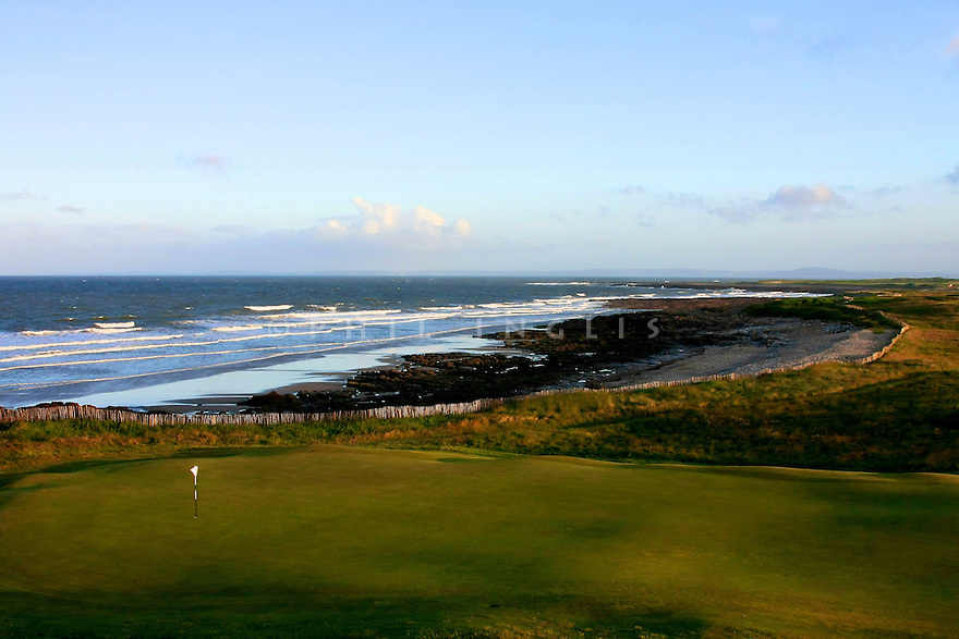 A general view of 18th hole Par 4, Royal Porthcawl Golf Club, Porthcawl, Mid Glamorgan, Wales. Picture Credit / Phil Inglis.