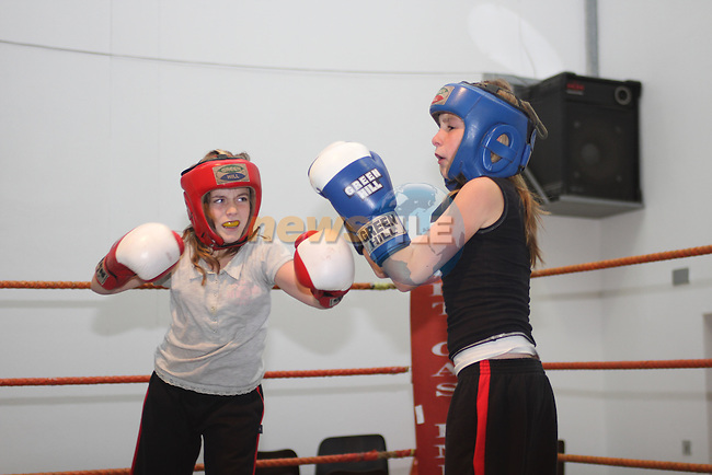 Zoe Kavanagh and Shannon Reynolds at Drogheda Boxing Club...Picture Jenny Matthews/Newsfile.ie