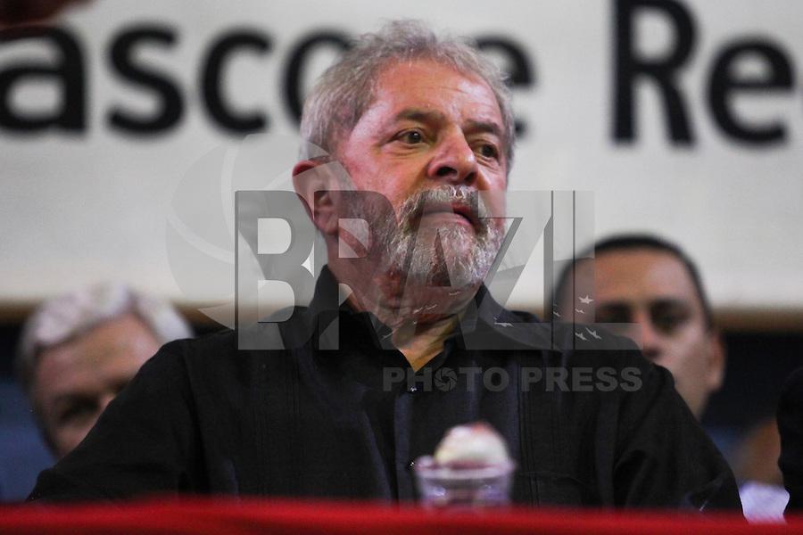SAO PAULO, SP, 24.04.2015 - PT - CONGRESSO DAS DIREÇOES ZONAIS - CENTRO SP - Ex-presidente Lula, participa do congresso. O Partido dos Trabalhadores, realiza nesta sexta-feira (24), um congresso no centro da cidade de São Paulo. O congresso, tem como objetivo, debater as direçoes zonais do PT.  (Foto: Douglas Pingituro / Brazil Photo Press)