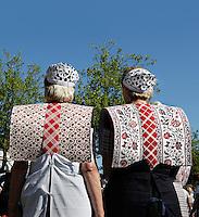 SPAKENBURG- Elk jaar vinden in de zomer de Spakenburgse Dagen plaats. Vier woensdagen met folkloristische activiteiten  en veel mensen in klederdracht.