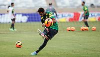 BELO HORIZONTE, MINAS GERAIS, 22 DE ABRIL 2013 - TREINO SELEÇÃO BRASILEIRA DE FUTEBOL - Neymar jogador da seleção brasileira de futebol durante sessão de treinamento na Minas Arena (Mineirão), na tarde desta terça-feira, 22. Amanhã o Brasil enfrenta o Chile no mesmo local. FOTO: WILLIAM VOLCOV / BRAZIL PHOTO PRESS.