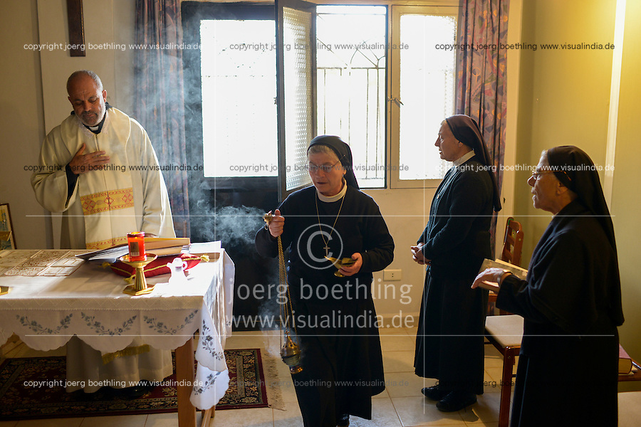 LEBANON Deir el Ahmad, prayer in monastery in Bechwat / LIBANON Deir el Ahmad, Bechwat, Gebet im Kloster