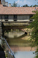 France, Aquitaine, Landes, Aire-sur-l'Adour,  Le Canal et l'ancien Moulin  // France, Aquitaine, Landes, Aire sur l'Adour, The Canal and the old mill