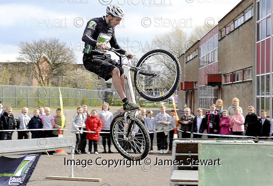 22/04/2010   Copyright  Pic : James Stewart.49_bowhouse_bikes  .::  BOWHOUSE PRIMARY SCHOOL GRANGEMOUTH :: 7 STANES MOUNTAIN BIKE DISPLAY TEAM :: .