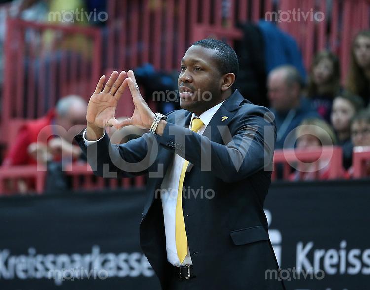 Basketball  1. Bundesliga  2016/2017  Hauptrunde  16. Spieltag  27.12.2016 Walter Tigers Tuebingen - MHP Riesen Ludwigsburg Trainer Tyron McCoy (Tigers)