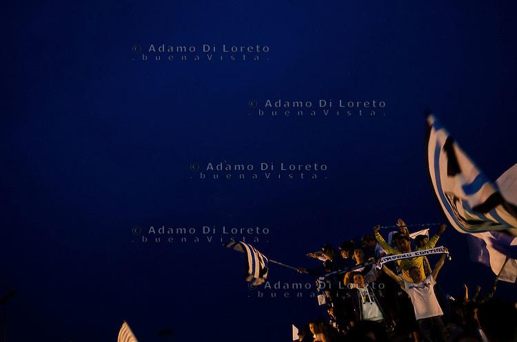 PESCARA 20-05-2012: FESTA IN CITTà DELLA STORICA PROMOZIONE IN SERIA DEL PESCARA CALCIO. NELLA FOTO I PRIMI CAROSELLI NEL CENTRO DELLA CITTA', TRA PIAZZA SALOTTO E LA NAVE DI CASCELLA