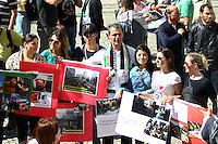 CURITIBA, PR, 01.08.2014 - MARCHA MUNDIAL PELA PAZ / CURITIBA - Integrantes da comunidade árabe em Curitiba realiza a Marcha Mundial Pela Paz no centro de Curitiba na tarde desta sexta-feira (01). O ato pede o fim da ofensiva militar na faixa de Gaza entre israelense e Palestino que vem acontecendo desde o dia 8 de Julho. Ato é organizado pelo Comitê Árabe Brasileiro de Solidariedade - da Fepal (Federação Árabe Palestina do Brasil).(Foto: Paulo Lisboa / Brazil Photo Press)