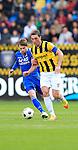 Nederland, Arnhem, 1 april 2012.Eredivisie.Seizoen 2011-2012.Vitesse-AZ.Guram Kashia aanvoerder van Vitesse (r.) en Brett Holman van AZ strijden om de bal