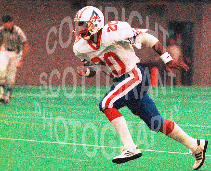 Kerry Taylor Montreal Alouettes 1986. Photo F. Scott Grant
