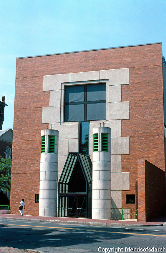 James Stirling & Michael Wilford Assoc.: Sackler Museum, Harvard University. 1981-85.  Photo '88.