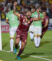 IBAGUE -COLOMBIA, 11-12-2016 . Gabriel Gómez jugador del Deportes Tolima celebra su gol contra el Bucaramanga.Jugadores del Deportes Tolima celebran su paso a la final de la Liga Aguila al vencer en penaltis  a Bucarmanga.Acción de juego entre el Tolima y el  Bucaramanga durante encuentro  por la semifinal  vuelta  de la Liga Aguila II 2016 disputado en el estadio Murillo Toro./ Gabriel Murillo player of Deportes Tolima celebrates his goal against of Bucarmanga.Deportes Tolima players celebrate their passage to the semifinal of the Aguila League by winning on penalties to Bucaramanga. Game play between the Tolima and the Bucaramanga championships during a quarter-final match of the Aguila II 2016 League played in the Murillo Toro stadium. Photo:VizzorImage / Juan Carlos Escobar  / Contribuidor
