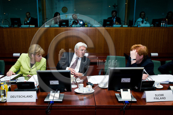 BRUSSELS - BELGIUM - 19 JUNE 2009 -- EU-Summit -- From left German Chancellor Angela MERKEL and her Minister for Foreign Affairs Frank-Walter STEINMEIER speaking with the Finnish President Tarja HALONEN.  Photo: Erik Luntang/EUP-IMAGES