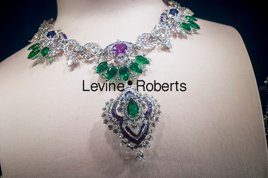 A display of diamond jewelry in the Van Cleef & Arpels jewelry store in New York on Monday, December 19, 2016. According to De Beers global sales of diamonds are down and diamond merchants are blaming India's ban on 500 and 1000 rupee notes. (© Richard B. Levine)