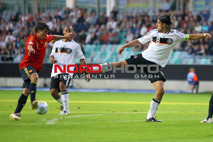UEFA U21 Europameisterschaft / EM Europeen Championship Under 21 2009 Schweden / Sweden - GŲteborg / Gothenborg 15.06.2009 Group B - Matchday 1 Gamla Ullevi Stadion<br /> <br /> Match 2: Spanien / Spain (ESP) vs. Deutschland / Germany (GER)<br /> <br /> Raul Garcia (Spanien U21 Nationalmannschaft Club Athletico de Madrid #8) und Sami Khedira (Deutsche U21 Nationalmannschaft VfB Stuttgart #8).<br /> <br /> Foto &copy; nph ( nordphoto ) *** Local Caption *** Fotos sind ohne vorherigen schriftliche Zustimmung ausschliesslich fŁr redaktionelle Publikationszwecke zu verwenden. Auf Anfrage in hoeherer Qualitaet/Aufloesung *** Local Caption *** <br /> Fotos sind ohne vorherigen schriftliche Zustimmung ausschliesslich fŁr redaktionelle Publikationszwecke zu verwenden.<br /> <br /> Auf Anfrage in hoeherer Qualitaet/Aufloesung