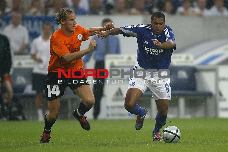 UI-Cup 2004 - Finale - Hinspiel <br /> <br /> FC Schalke 04 vs. FC Slovan Liberec<br /> <br /> <br /> Ailton (rechts) von Schalke 04 im Laufduell mit Pavel Kostal (links) von Liberec.<br /> <br /> <br /> <br /> Foto &copy; nordphoto - Ruediger Lampe<br /> <br /> <br /> <br />  *** Local Caption *** Foto ist honorarpflichtig! zzgl. gesetzl. MwSt.<br /> <br /> Belegexemplar erforderlich<br /> <br /> Adresse: nordphoto<br /> <br /> Georg-Reinke-Strasse 1<br /> <br /> 49377 Vechta