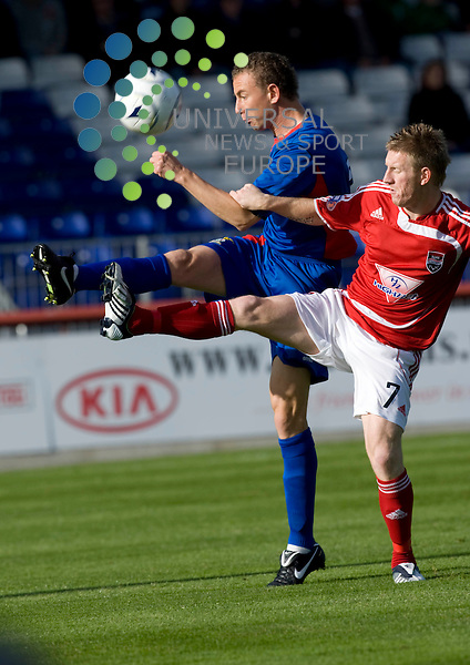FOOTBALL.ALBA CUP SEMI FINAL.INVERNESS CT v ROSS COUNTY.David Proctor of ICT clears as Michael Gardyne pressures.Picture Gordon Gillespie/Universal News And Sport (Scotalnd) 4 October 2009.