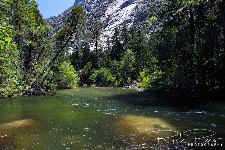 The South Fork of the Kings River flows through Paradise Valley in Kings Canyon National Park