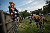 VILLAVICENCIO -COLOMBIA. 13-10-2018: Un vaquero observa las competencias durante el 22 encuentro Mundial de Coleo en Villavicencio, Colombia realizado entre el 11 y el 15 de octubre de 2018. / A cowboy watches the competitions during the 22 version of the World  Meeting of Coleo that takes place in Villavicencio, Colombia between 11 to 15 of October, 2018. Photo: VizzorImage / Gabriel Aponte / Staff