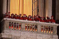 Cardinali affacciati da una delle logge laterali della Basilica di San Pietro, Citta' del Vaticano, 13 marzo 2013. Il Cardinale argentino Jorge Mario Bergoglio, che ha scelto il nome di Papa Francesco, e' il 266esimo Pontefice della Chiesa Cattolica Romana eletto dai 115 cardinali del Conclave..Cardinals at one of the lateral balconies of St. Peter's Basilica at the Vatican, 13 March 2013. Argentine Cardinal Jorge Mario Bergoglio, who chose the name of Pope Francis, is the 266th pontiff of the Roman Catholic Church elected by a Conclave of 115 cardinals. .UPDATE IMAGES PRESS/Riccardo De Luca.STRICTLY ONLY FOR EDITORIAL USE -STRICTLY FOR EDITORIAL USE ONLY-