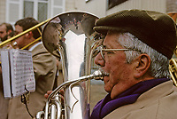 Europe/France/89/Yonne/env de Chablis : Lors de la Chichée de la Saint Vincent dans le vignoble de Chablis AOC la fanfare de la musique municipale au village<br /> PHOTO D'ARCHIVES // ARCHIVAL IMAGES<br /> FRANCE 1990