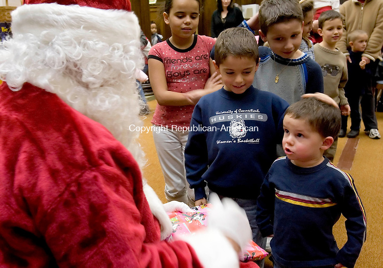 TORRINGTON, CT-- 20 DECEMBER 2007-122007JS01--Three year old Aaron Lupinos, right, talks with Santa while he and his brother Adam Lupinos, 6, enjoy a visit during the library's Holiday Story Time children's program Thursday at the Torrington Library. <br /> Jim Shannon / Republican-American