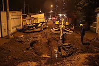 SÃO PAULO, SP, 28.06.2016 –ROMPIMENTO-ADUTORA - Uma adutora rompeu, no bairro de Vila Santa Clara região leste de São Paulo, nesta terça-feira, 28.(Foto: Marcos Moraes/Brazil Photo Press)