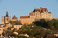 Europe/France/Aquitaine/24/Dordogne/Biron: Le château de Biron  et l'église du village