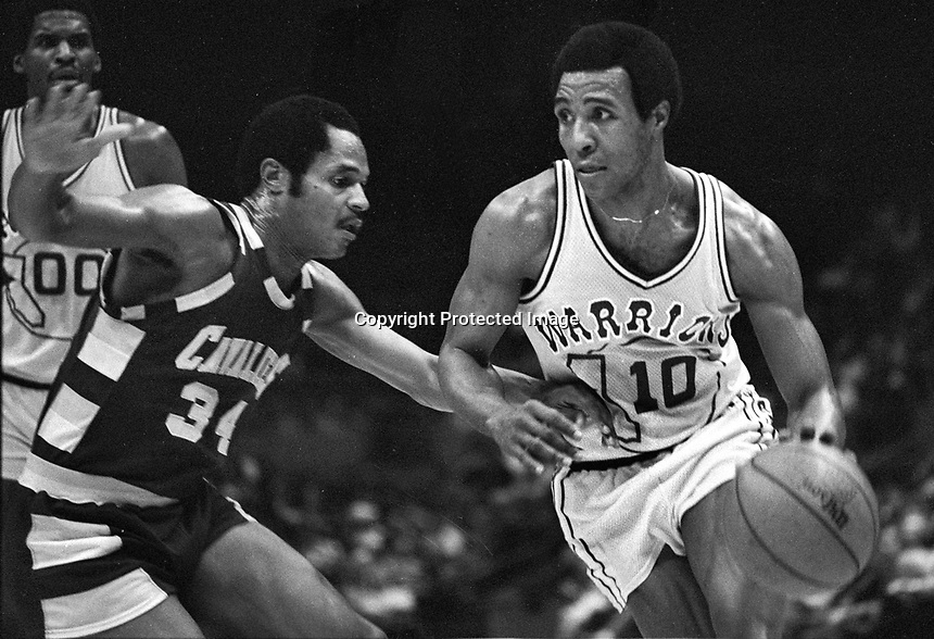 Golden State Warrior JoJo White against Cavalier..<br />