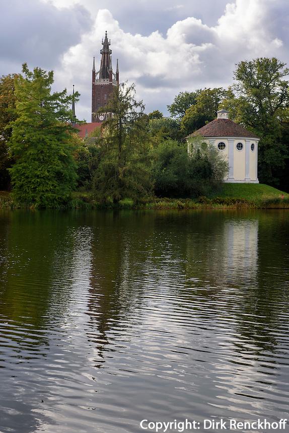 Kirche und Synagoge in Parkanlage W&ouml;rlitzer Garten, Sachsen-Anhalt, Deutschland, Europa, UNESCO-Weltkulturerbe<br /> Church and Synagoue, W&ouml;rlitz Gardens, Saxony-Anhalt, Germany, Europe, UNESCO-World Heritage