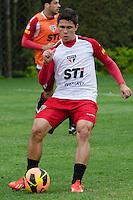 SÃO PAULO, SP, 07 DE OUTUBRO DE 2013 - TREINO SAO PAULO - O jogador Osvaldo, durante treino do São Paulo, no CT da Barra Funda, região oeste da capital, na tarde desta segunda feira, 07.  FOTO: ALEXANDRE MOREIRA / BRAZIL PHOTO PRESS