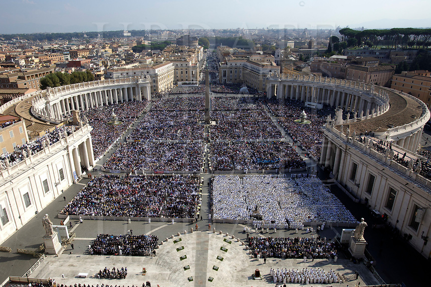 A general view of a canonization mass in St. Peter's Square at the Vatican, on October 14, 2018.<br /> UPDATE IMAGES PRESS/EIDON/Donatella Giagnori POOL<br /> STRICTLY ONLY FOR EDITORIAL USE