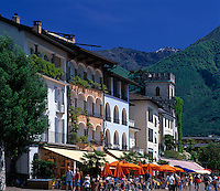 CHE, Schweiz, Tessin, Ascona am Lago Maggiore: auf der Promenade reihen sich Cafes und Restaurants aneinander | CHE, Switzerland, Ticino, Ascona at Lago Maggiore: cafes and restaurants at the promenade