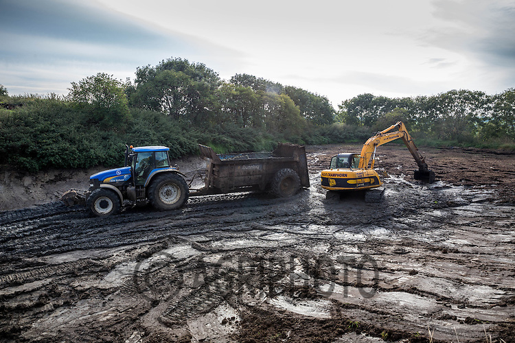 Contractors emptying a dairy farms slurry lagoon<br /> Picture Tim Scrivener 07850 303986