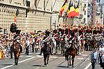 ©www.agencepeps.be/ F.Andrieu- A.Rolland / Imagebuzz.be  - Belgique -Bruxelles - 130721 - Roi Philippe et la Reine Mathilde après la prestation de serment remonte les rues jusqu'au palais royal.