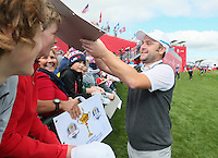 Andy Sullivan (Team Europe) happily signs autographs during Thursday's Practice Round ahead of The 2016 Ryder Cup, at Hazeltine National Golf Club, Minnesota, USA.  29/09/2016. Picture: David Lloyd | Golffile.