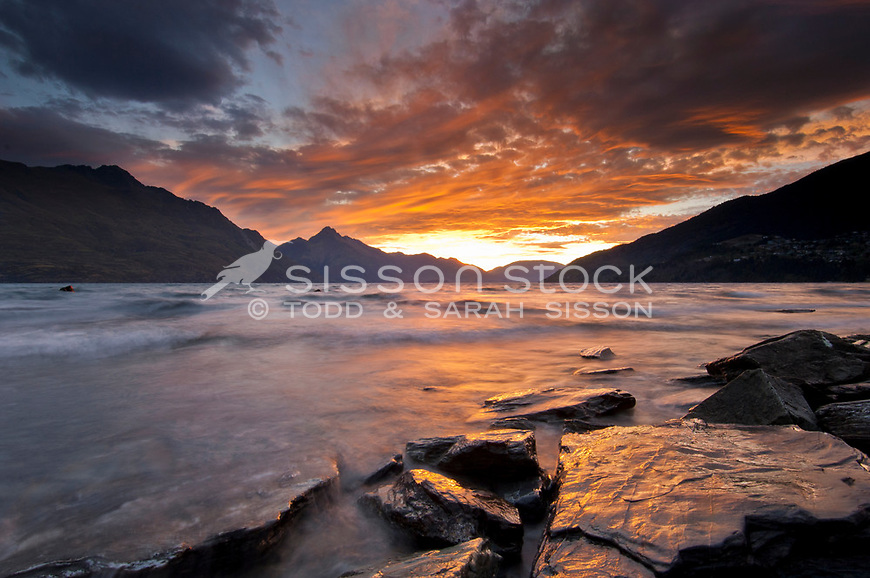 Sunset over Lake Wakatipu from the Queenstown Gardens, Central Otago, South Island, New Zealand