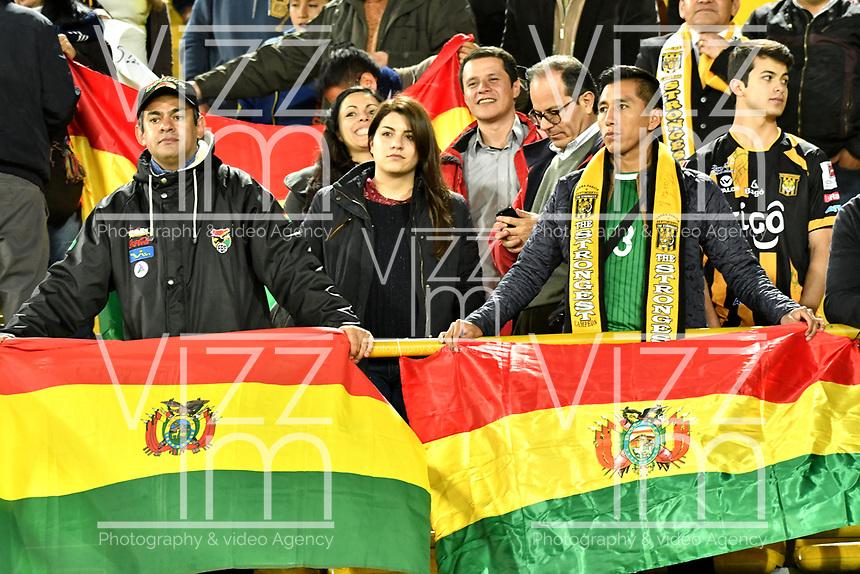 BOGOTA - COLOMBIA – 23 – 05 - 2017: Hinchas de The Strongest animan a su equipo durante partido entre Independiente Santa Fe de Colombia y The Strongest de Bolivia, de la fase de grupos, grupo 2, fecha 6 por la Copa Conmebol Libertadores Bridgestone 2017, en el estadio Nemesio Camacho El Campin, de la ciudad de Bogota. / Fans of The Strongest cheer for their team during a match between Independiente Santa Fe of Colombia and The Strongest of Bolivia, of the group stage, group 2 of the date 6th, for the Conmebol Copa Libertadores Bridgestone 2017 at the Nemesio Camacho El Campin in Bogota city. VizzorImage / Luis Ramirez / Staff.