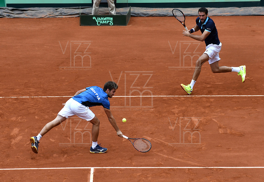 BOGOTA - COLOMBIA – 16 – 09 -2019: Nikola Metick (Izq.) de Croacia, durante partido de dobles de la Copa Davis entre los equipos de Colombia y Croacia, partidos por el ascenso al Grupo Mundial de Copa Davis por BNP Paribas, en la Plaza de Toros La Santamaria en la ciudad de Bogota. / Nikola Metick (L) from Croatia, during a Davis Cup doubles tennis match between the teams of Colombia and Croatia, match promoted to the World Group Davis Cup by BNP Paribas, at the La Santamaria Ring Bull in Bogota city. / Photo: VizzorImage / Luis Ramirez / Staff.