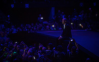 Sven Nys spontaneously ran to the middle of the arena to enjoy a huge slide-show (of Kramon photos btw...) and a live performance of Gabriel Rios' 'Gold' <br /> <br /> 'Merci Sven' (twice!) sold out arena event: <br /> tribute-show celebrating Sven Nys' career/retirement together with 18.000 people in the Sportpaleis Arena