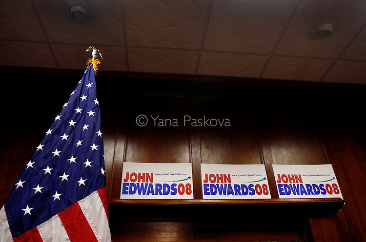 Democratic Presidential hopeful John Edwards (D-NC) campaigns in Des Moines, IA, on July 19, 2007.