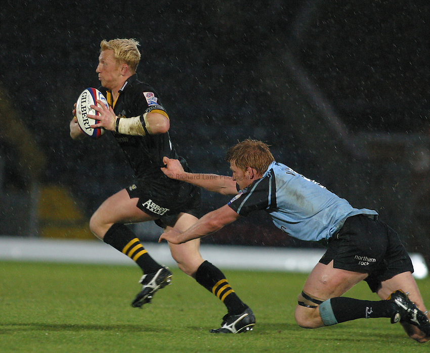 Photo: Jo Caird.Wasps v Newcastle Falcons. Zurich Premiership. .02/11/2003..Peter Richards is tackled by Hugh Vyvyan....