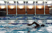 22 NOV 2006 - LOUGHBOROUGH, GBR - Julia Beckett trains in the pool at Loughborough University (PHOTO (C) NIGEL FARROW)